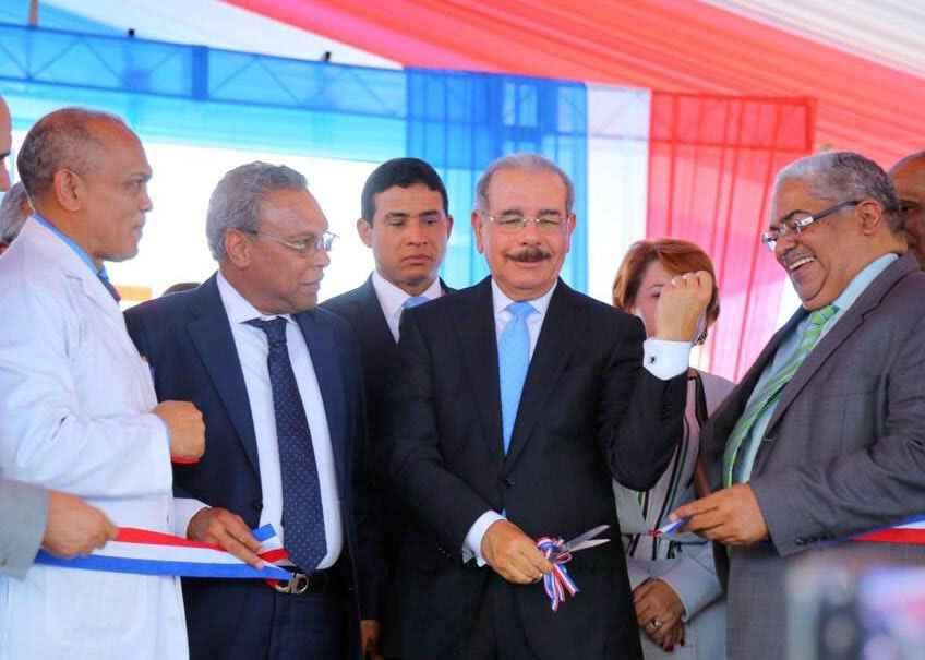 Resultado de imagen para presidente entre hospital de las matas de farfan