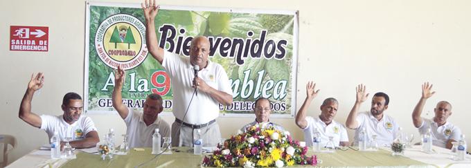 El presidente de Cooproagro Lic. Juan de Jesús somete los proyectos de comercio justo.