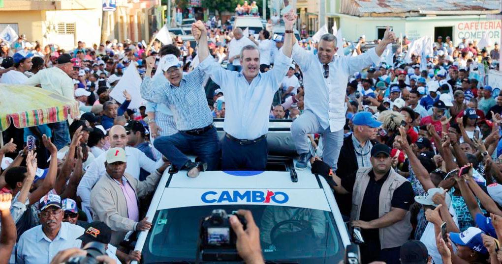 Siquio Ng De la Rosa, Luis Abinader y Franklin Romero lideraron la caravana de proclamación del PRM en San Francisco de Macorís.