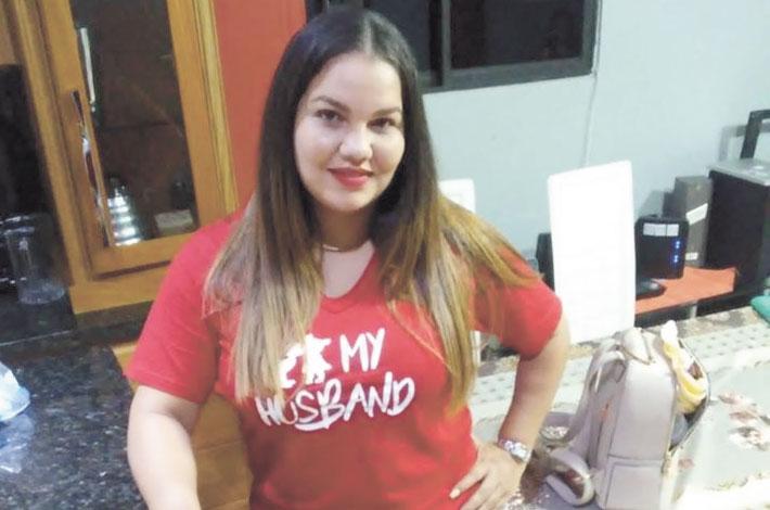 De cumpleaños la joven Estrella Taveras. Por tal motivo sus compañeros de EL JAYA le desean que Dios la colme de vida, salud y bienestar junto a su familia. Felicidades