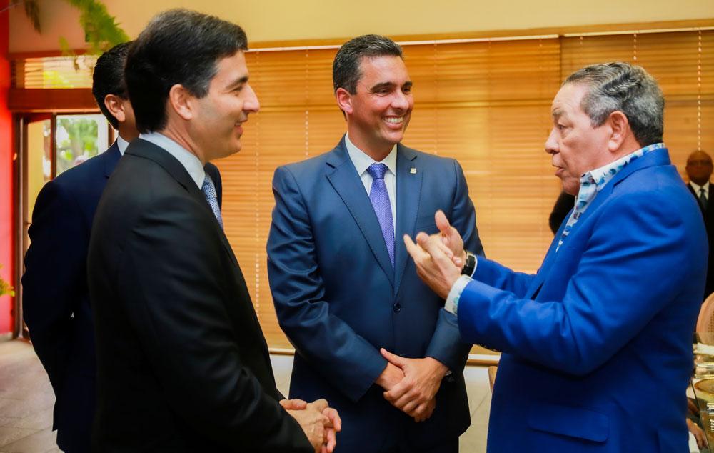 De izquierda a derecha, los señores Christopher Paniagua, Francisco Ramírez y Haime Thomás Frías.