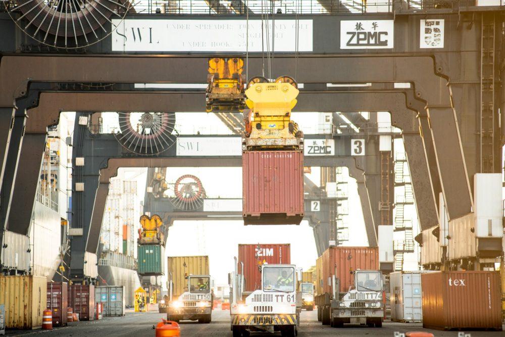 El lanzamiento del proyecto de digitalización de pagos portuarios permitirá a los propietarios de carga y pequeñas empresas pagar sus costos relacionados con el flete de manera más eficiente y remota, facilitando así su capacidad de participar en el comercio mundial.