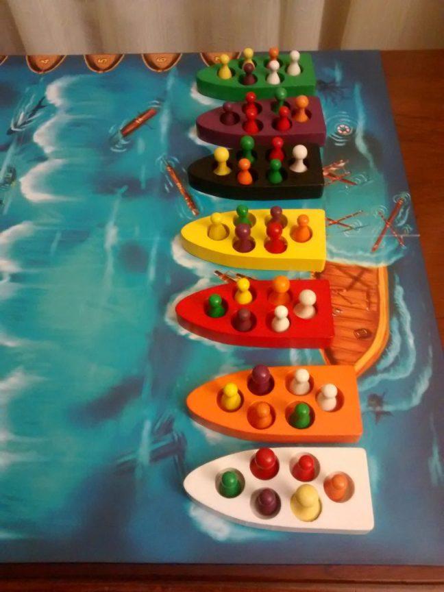 Ejemplo de disposición inicial en una partida de Lifeboats para 6 jugadores