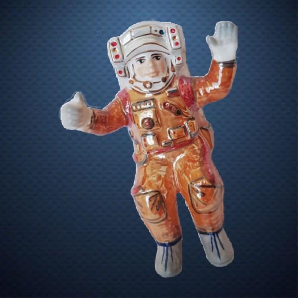 Фарфоровая елочная игрушка из серии КОСМОС Фарфоровая Мануфактура КОСМОНАВТ В ОТКРЫТОМ КОСМОСЕ
