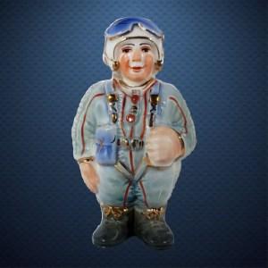 Фарфоровая елочная игрушка из серии СОЛДАТИКИ Фарфоровая Мануфактура ЛЕТЧИК СВЕРХЗВУКОВОЙ АВИАЦИИ