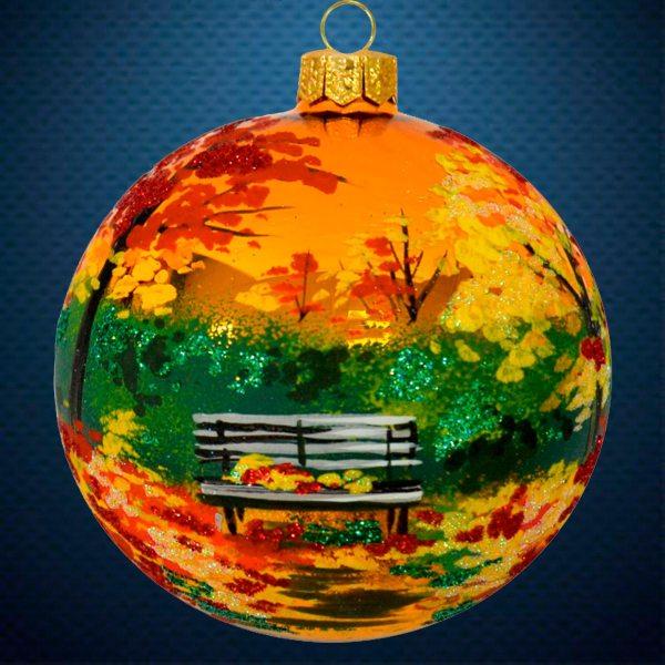 Стеклянный елочный винтажный шар В осеннем парке