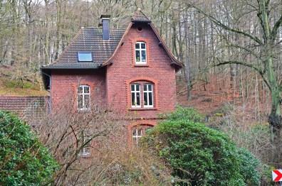 schönes Haus an scheusslicher Straßet-1