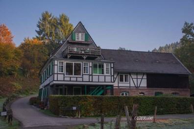 Bergermühle aus 1654. Eines der ältesten Fachwerkhäuser im Bergischen Land. Seit 1930 Wohnhaus