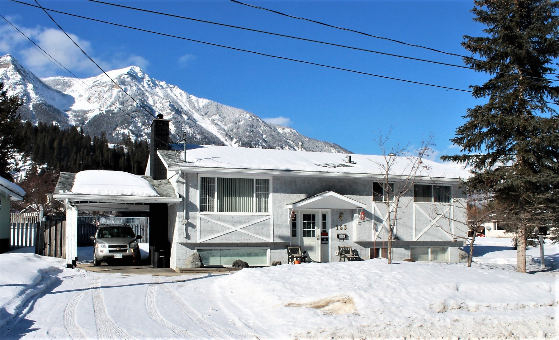 http://elkfordhomesandproperty.com/property/1355-needles-crescent/ ‎