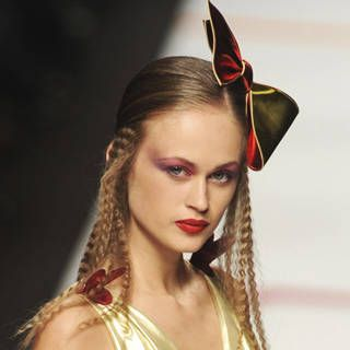 See The Latest Hairstyles – Discover High Fashion Hair