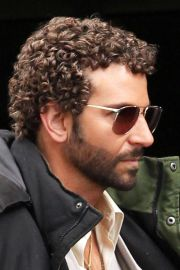 celebrity men with curly hair