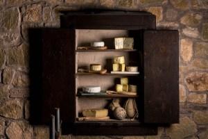 vetrina dei formaggi