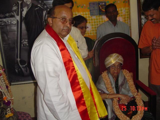 dr-gangubhai-hangal-and-ekavi-021.jpg