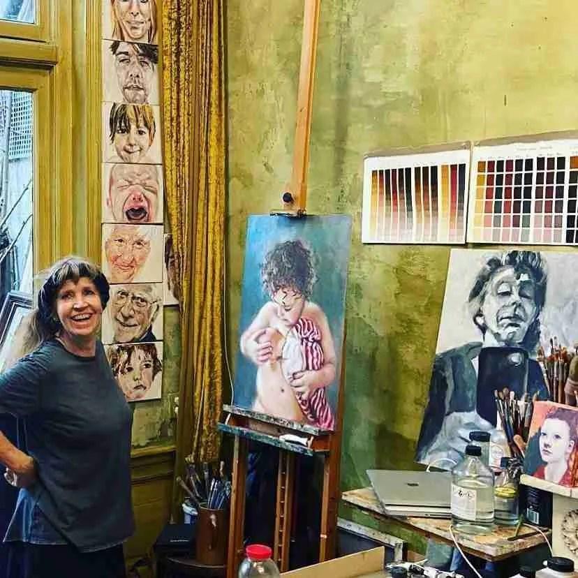 Op mijn atelier voor de ezel waar ik normaal aan het portret voor Sterren op het Doek sta te schilderen.