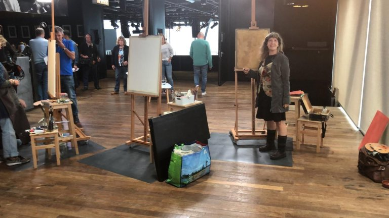 Schilderen aan portret van Clairy Polak voor Sterren op het Doek