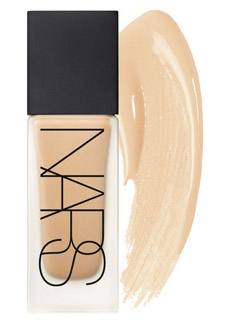 Day Luminous Weightless Foundation de NARS