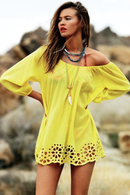 look de playa vestido amarillo