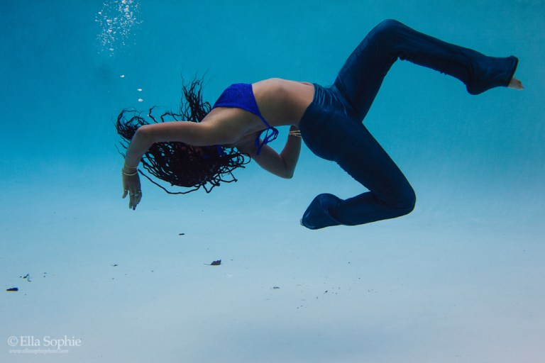 Underwater portraits, boudoir goes beyond the bedroom. Photographer Ella Sophie