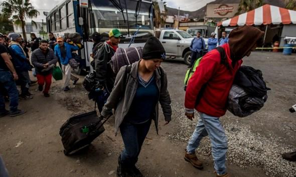 Emigrantes cubanos acercándose a la frontera de estados unidos. El Latinaso