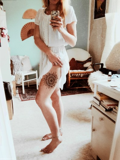 Mandala Henna Tattoo Bein | ellawayfarer.com