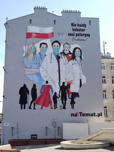 graffiti en varsovia con sanitarios por el coronavirus