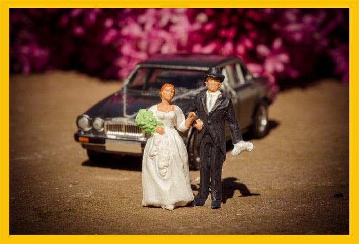 figura de dos muñecos que representan una boda