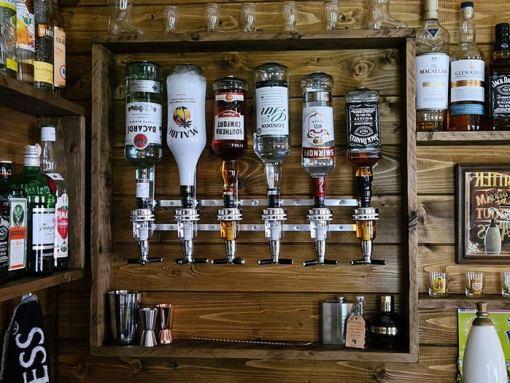 botellas en el pub durante el confinamiento