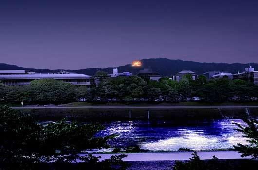 京都の「五山の送り火」を見ることも可能