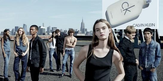 Ένα άρωμα που συνεχίζει να γράφει ιστορία Ο οίκος Calvin Klein παρουσιάζει τη νέα παγκόσμια καμπάνια του αρώματος CK ONE. Στην καμπάνια συμμετέχουν πρόσωπα από τo Runway Show του label, που πραγματοποιήθηκε στη Νέα Υόρκη για την κολεξιόν Spring 2018.