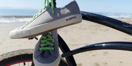 Τα sneakers της άνοιξης από την Gap  Το διάσημο αμερικανικό brand παρουσιάζει μια συλλογή με vintage παπούτσια, ιδανικά για τις πρώτες βόλτες στη θάλασσα.