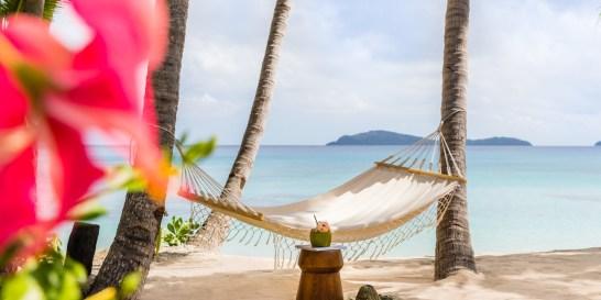 Νησιά Fiji: Ένας επίγειος παράδεισος Το να βρεθείς εκεί στην μέση του Ειρηνικού δεν είναι απλώς ένα ταξίδι. Είναι μια αναζήτηση για μια άλλη πατρίδα που οι άνθρωποι θέλουν να είναι συνεχώς η καλύτερη εκδοχή του εαυτού τους. Γι' αυτό χαμογελούν ολόκληροι.