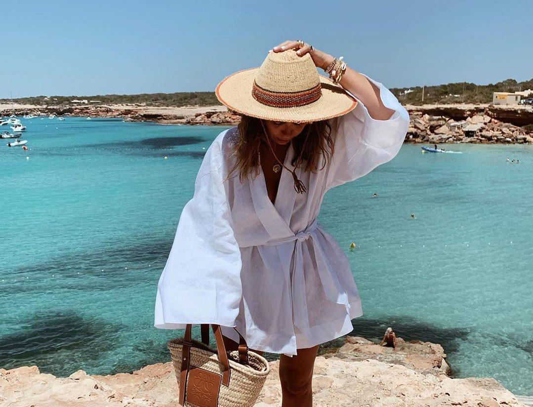 f3b697cafaa Αυτά τα beachwear είναι πιο εντυπωσιακά και από το μαγιό σου - ELLE