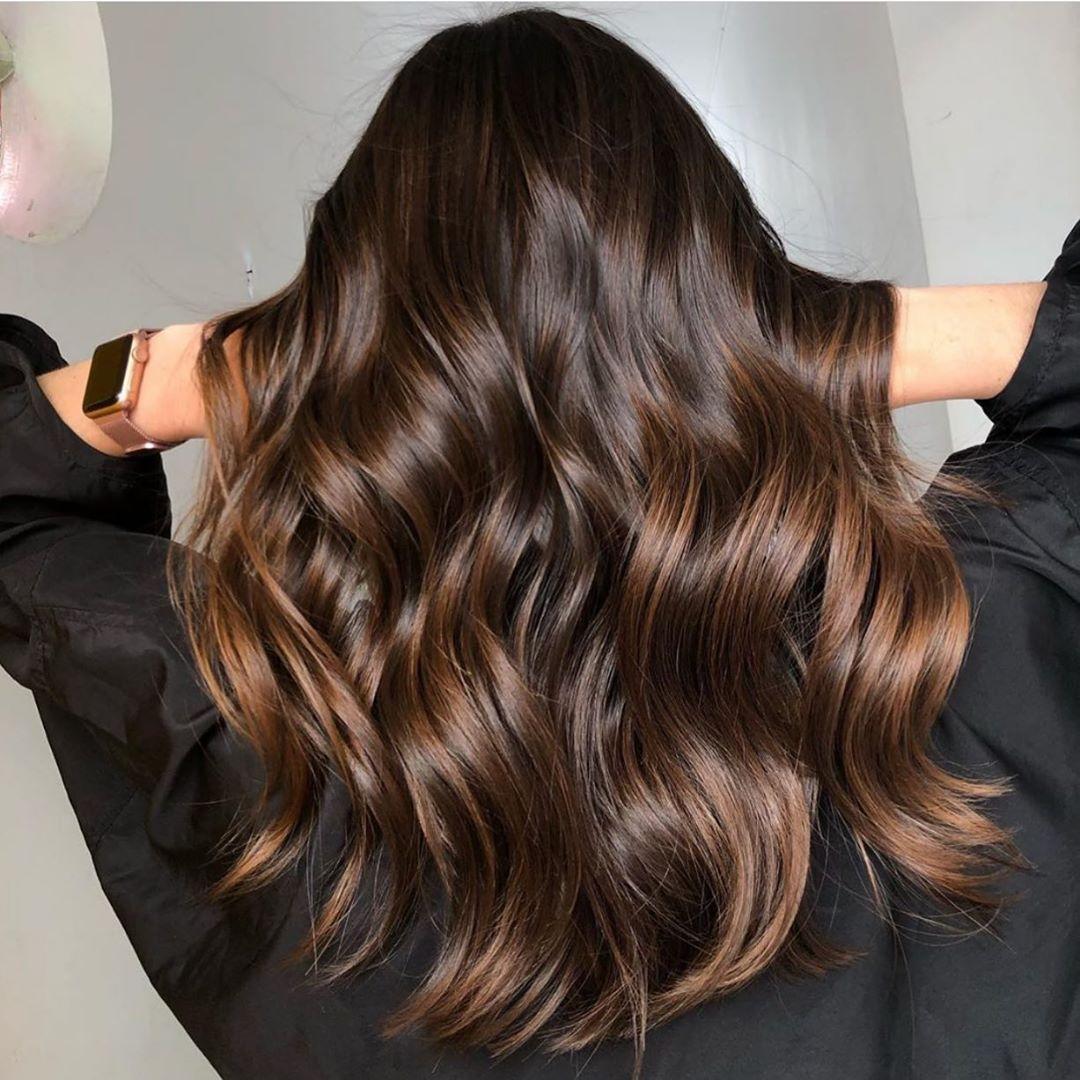 8 απαράβατοι κανόνες από τους ειδικούς για υπέροχα μαλλιά κάθε μέρα