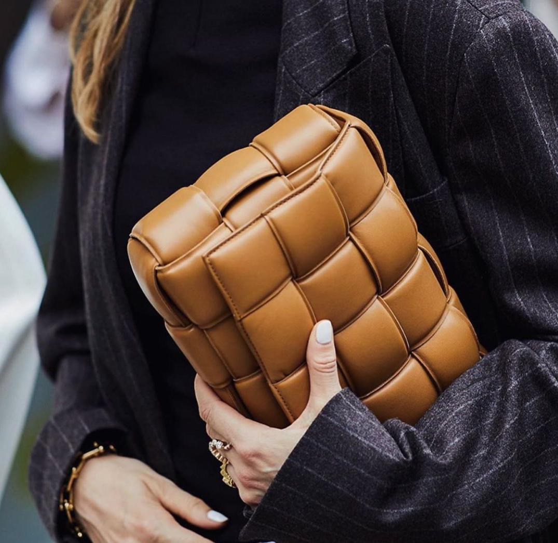 Η τσέπη σου δεν αντέχει μια τσάντα Bottega Veneta; Σου βρήκαμε 6 super εναλλακτικές