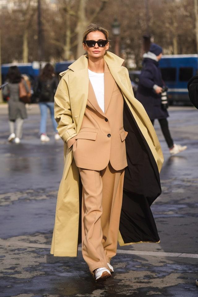13+1 street style looks μετατρέπουν τα κοστούμια σε Νο1 επιλογή για τώρα (για αύριο, για πάντα!)