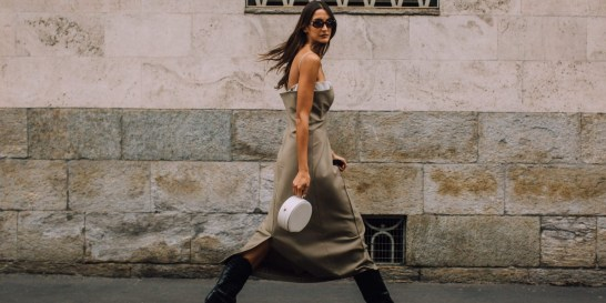 Street Style: Τι φορούν τώρα οι πιο καλοντυμένες γυναίκες στο Μιλάνο; Οι δρόμοι του Μιλάνου είναι πραγματική έμπνευση και σίγουρα θα αναζητήσουμε ιδέες για τις φθινοπωρινές εμφανίσεις μας.