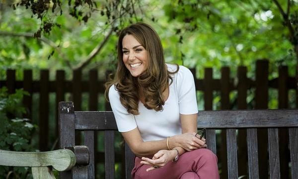 Αυτό το κολιέ της Kate Middleton έχει τρελάνει τους πάντες (αλλά γιατί;) Εκτός από πολύ φίνο και πολύ όμορφο, ήταν ως και συγκινητικό...