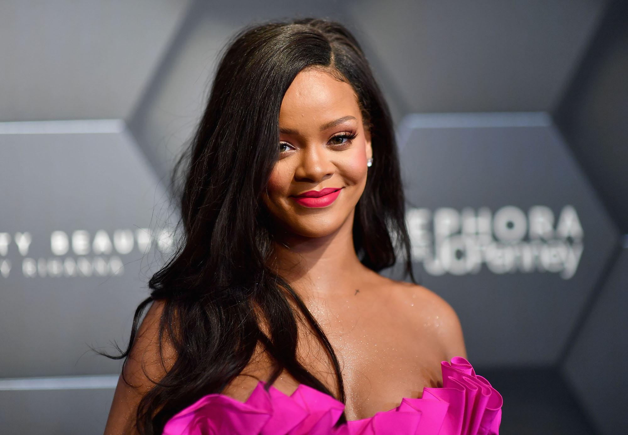 H Rihanna υιοθέτησε ήδη την πιο hot τάση στο μακιγιάζ τώρα