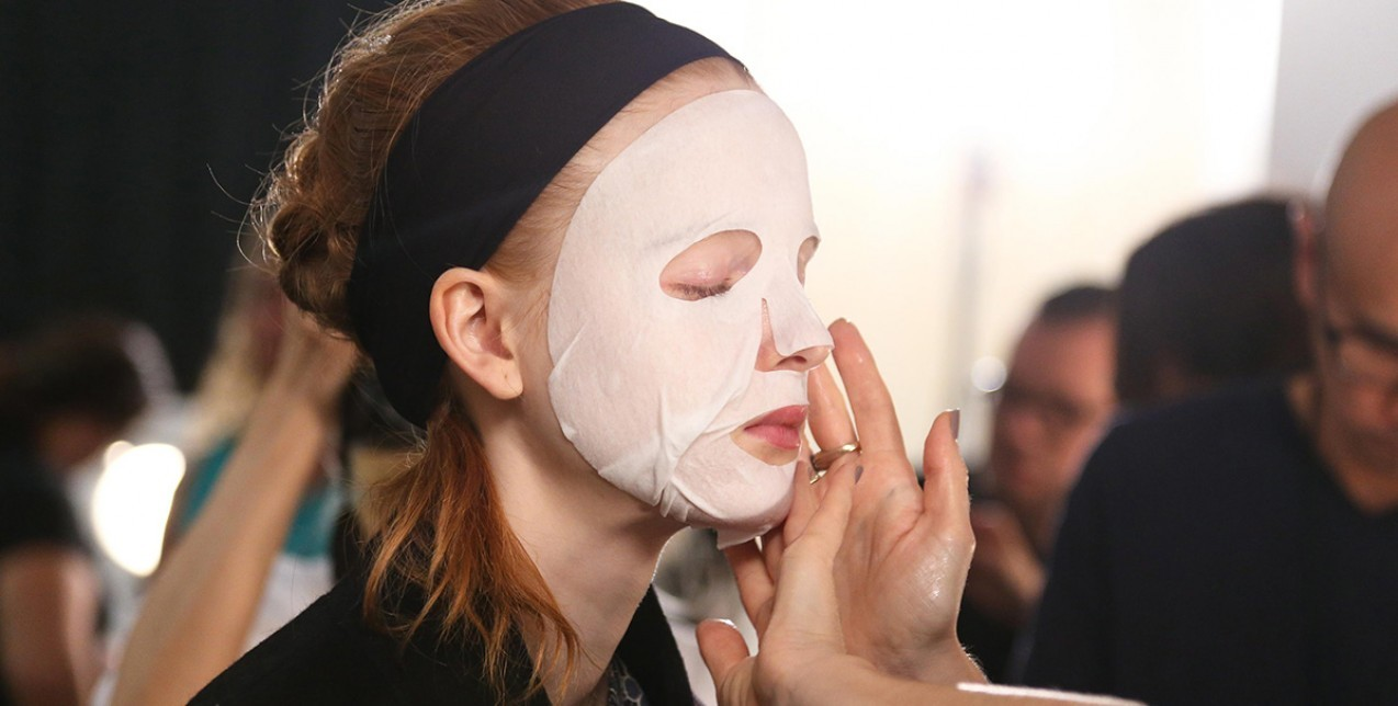 Γιατί πρέπει να κάνεις μάσκα προσώπου τουλάχιστον μια φορά την εβδομάδα; (+ οι 5 τοπ μάσκες τώρα)