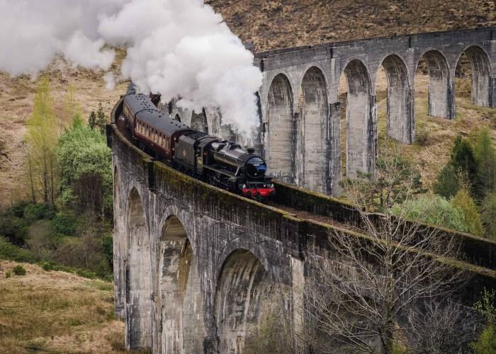 Hogwarts Express am Glenfinnan Viadukt