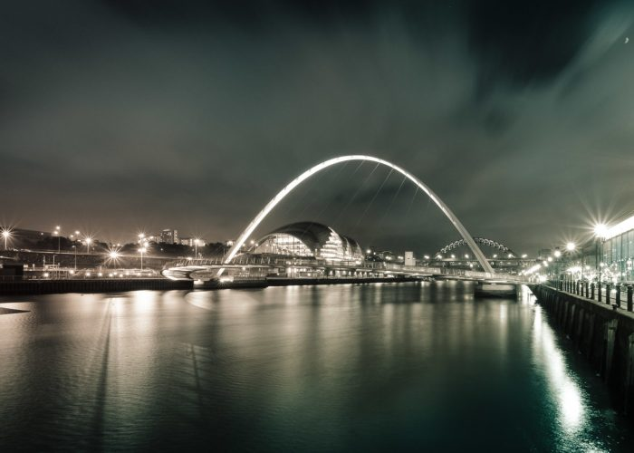 millennium bridge newcastle bei nacht