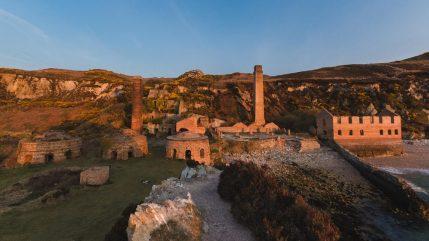 verlassener Steinbruch in Wales
