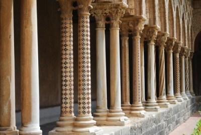 columns-656322_1280