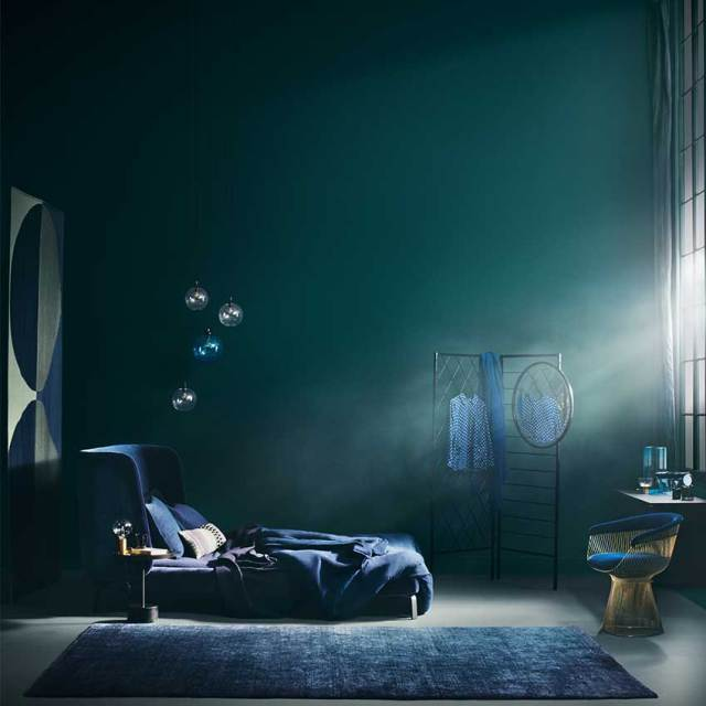Bedroom styled by Sania Pell. Photographer: Beth Evans. First featured in the November 2016 'Bedrooms' issue.