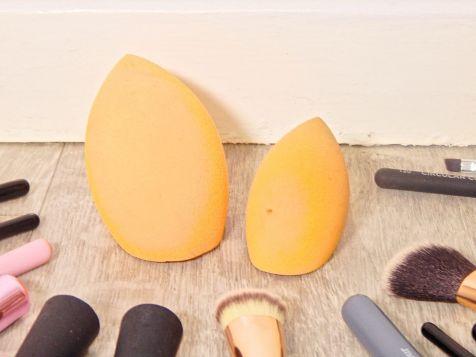 brushes 19