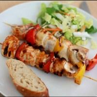 Grillspyd med kylling, champignon og peberfrugt