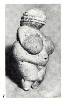 Venus of Willendorf (Austria). Limestone. Paleaolithic (end of Gravettian). Naturhistorisches Museum, Vienna.