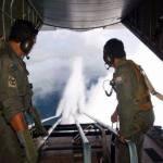 Καταρριπτεται-Φωτό αεροψεκασμών από την αεροπορία της Μαλαισίας.