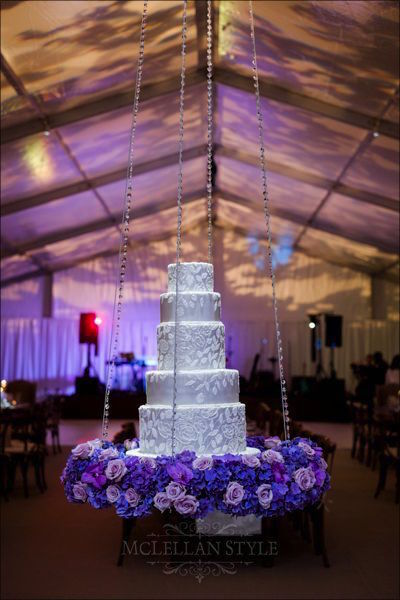 hanging cake, floating cake, floral border