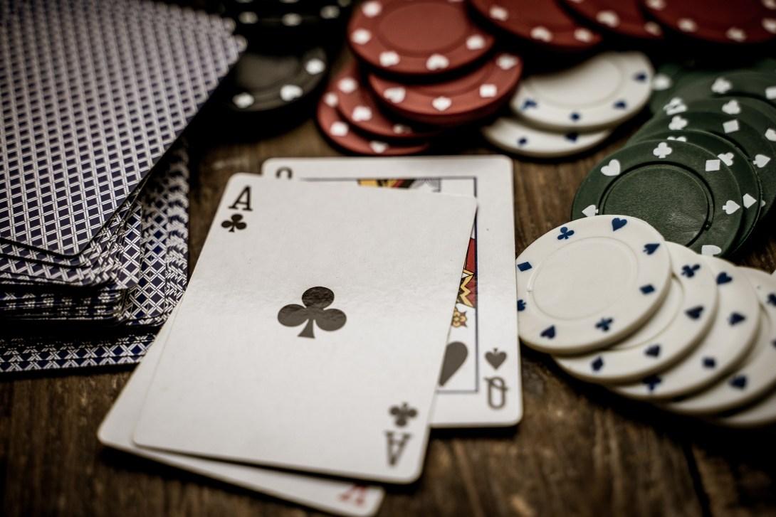 gambling-4178466_1920.jpg